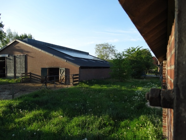 ligboxenstal met 54 zonnepanelen